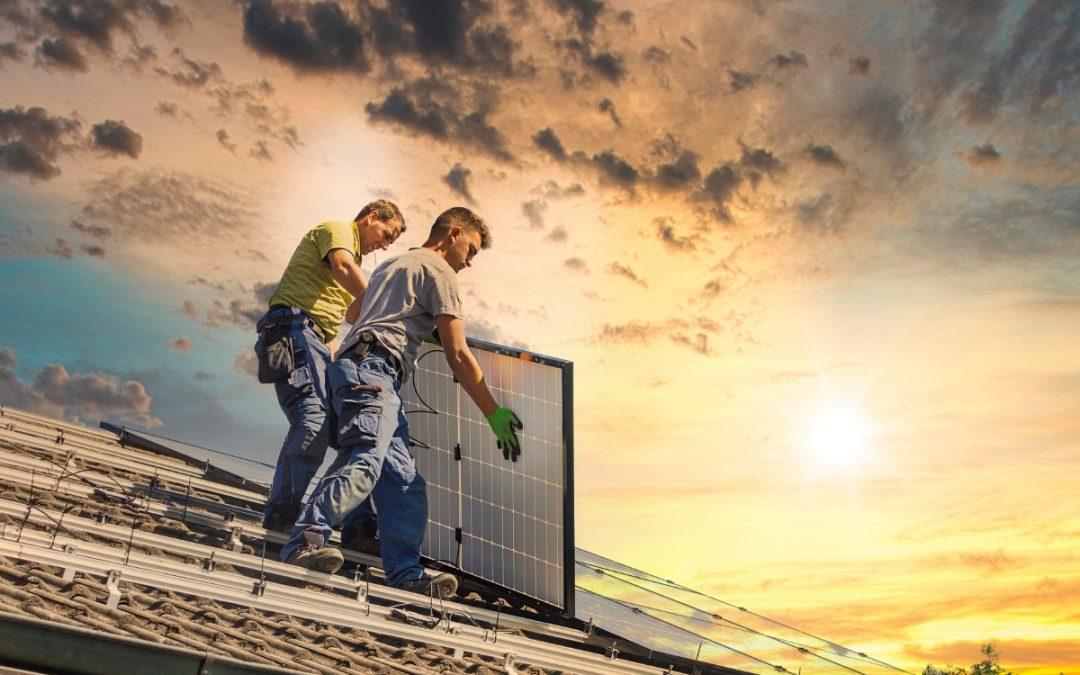 Photovoltaik-Monteur